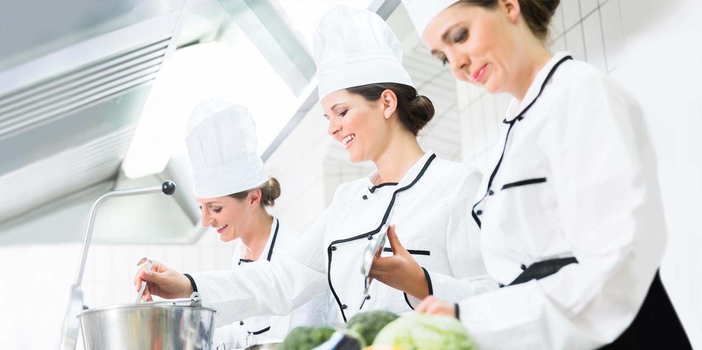Basler Gastro-Police: Unser Versicherungsmenü für Hotels & Restaurants