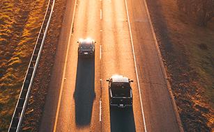 EUROPA Versicherung: Auto. Abschluss. Überholspur.